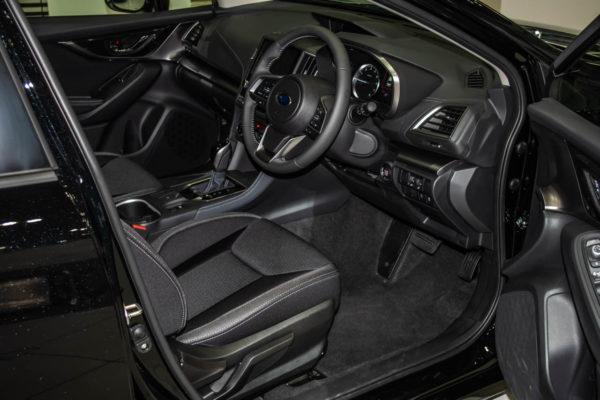 インプレッサG4の運転席